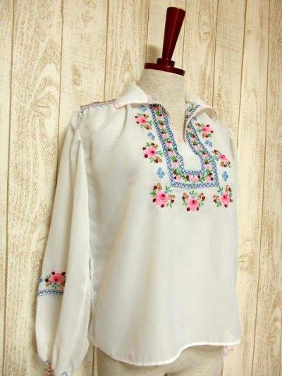 画像1: 贅沢なブルー ピンクお花刺繍が可愛すぎる 袖にも刺繍 ヨーロッパ古着 乙女ヴィンテージ長袖スモックブラウス【5006】