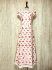 画像2: 70'sヴィンテージ!! 贅沢なぷっくりフラワー刺繍が素晴らしい♪ キレイなシルエットライン★ 大人レトロアンティークスタイル♪ヴィンテージドレス (2)