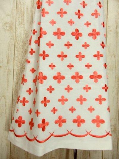 画像2: 70'sヴィンテージ!! 贅沢なぷっくりフラワー刺繍が素晴らしい♪ キレイなシルエットライン★ 大人レトロアンティークスタイル♪ヴィンテージドレス