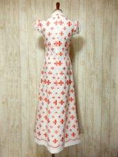 画像5: 70'sヴィンテージ!! 贅沢なぷっくりフラワー刺繍が素晴らしい♪ キレイなシルエットライン★ 大人レトロアンティークスタイル♪ヴィンテージドレス (5)