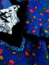 画像10: カラフルフラワープリント×ベロア×ブレード×レース装飾 首元リボン結び ディアンドル チロルワンピース ドイツ民族衣装 舞台 演奏会 フォークダンス オクトーバーフェスト 【5018】 (10)