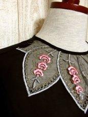 画像7: Pink White Gold ぷっくりお花刺繍が可愛いすぎる 大人クラシカルガーリースタイル ヨーロピアン刺繍ブラウス Black【5026】 (7)