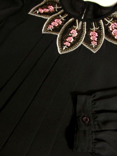 画像3: Pink White Gold ぷっくりお花刺繍が可愛いすぎる 大人クラシカルガーリースタイル ヨーロピアン刺繍ブラウス Black【5026】
