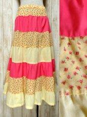 画像1: ☆ ヨーロッパ古着 小花柄切り替えパターン♪ガーリーなカラーリングにうっとり♪★ふんわりヴィンテージスカート イエロー×ピンク ☆ (1)