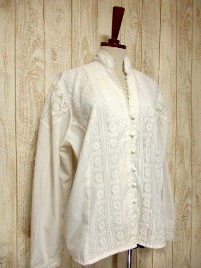 画像1: 贅沢なアンティークフラワーレース装飾 ふんわりボリューム袖デザイン ヨーロッパ古着 主役級ホワイトヴィンテージブラウス【5082】