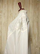 画像6: 贅沢なアンティークフラワーレース装飾 ふんわりボリューム袖デザイン ヨーロッパ古着 主役級ホワイトヴィンテージブラウス【5082】 (6)