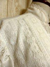画像8: 贅沢なアンティークフラワーレース装飾 ふんわりボリューム袖デザイン ヨーロッパ古着 主役級ホワイトヴィンテージブラウス【5082】 (8)