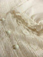 画像9: 贅沢なアンティークフラワーレース装飾 ふんわりボリューム袖デザイン ヨーロッパ古着 主役級ホワイトヴィンテージブラウス【5082】 (9)
