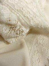 画像10: 贅沢なアンティークフラワーレース装飾 ふんわりボリューム袖デザイン ヨーロッパ古着 主役級ホワイトヴィンテージブラウス【5082】 (10)