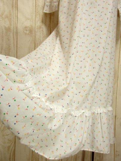 画像2: 木の実柄 ホワイト レース ふんわり レトロ 長袖 ヨーロッパ古着 ヴィンテージドレス 【5097】