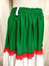 画像2: ☆ ヨーロッパ古着 トリコロールカラー×フラワーレース装飾♪ Green×Red×White ふんわりヨーロピアンヴィンテージスカート ☆ (2)
