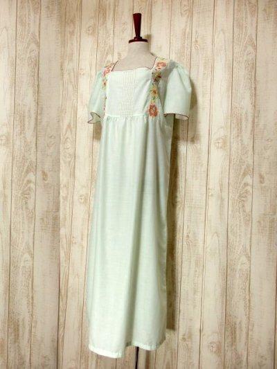 画像1: ヨーロッパ古着 ポップで可愛らしいお花刺繍装飾♪ レッドカラーのパイピングもPOINT!! ふんわり乙女ガーリーヴィンテージドレス