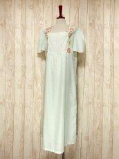 画像2: ヨーロッパ古着 ポップで可愛らしいお花刺繍装飾♪ レッドカラーのパイピングもPOINT!! ふんわり乙女ガーリーヴィンテージドレス (2)