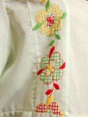 画像6: ヨーロッパ古着 ポップで可愛らしいお花刺繍装飾♪ レッドカラーのパイピングもPOINT!! ふんわり乙女ガーリーヴィンテージドレス (6)