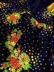 画像9: ヨーロッパ古着 綺麗なアンティークフラワー×スクエアプリントが素晴らし〜い!! 華やか大人ヨーロピアンヴィンテージドレス ネイビー (9)