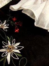 画像8: モノクロ切り替えしデザイン お花刺繍 レース装飾 ディアンドル チロルブラウス ドイツ民族衣装 舞台 演奏会 フォークダンス オクトーバーフェスト 【5278】 (8)