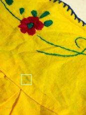 画像11: ぷっくりお花刺繍が可愛すぎる パイピング刺繍もピリリと効いて可愛さ満点 USA古着 レトロフォークロア メキシカン半袖刺繍TOPS イエロー【5285】 (11)