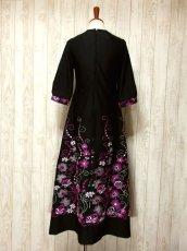 画像5: ヨーロッパ古着 贅沢なフラワー刺繍が素晴らし〜い!!綺麗なAライン☆華やか大人レトロアンティークスタイル♪刺繍入りクラシカルヴィンテージドレス (5)