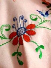画像9: ぷっくりお花刺繍 Pinkカラー!!ステッチが可愛い 袖にも刺繍 ヨーロッパ古着 大人ガーリーなヴィンテージ刺繍スモックブラウス【5347】 (9)
