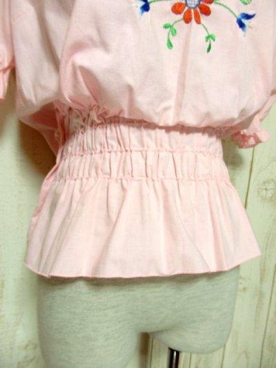 画像2: ぷっくりお花刺繍 Pinkカラー!!ステッチが可愛い 袖にも刺繍 ヨーロッパ古着 大人ガーリーなヴィンテージ刺繍スモックブラウス【5347】
