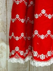 画像10: 360度お花刺繍にうっとり レース装飾×フロントチェーン×切り返しデザイン ディアンドル チロルドレス ドイツ民族衣装 舞台 演奏会 フォークダンス オクトーバーフェスト 【5349】 (10)