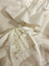 画像9: ショート丈 ホワイト フリルデザインが可愛い 胸元リボン ディアンドル ヴィンテージブラウス ドイツ民族衣装 舞台 演奏会 フォークダンス オクトーバーフェスト【5361】 (9)