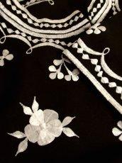 画像9: 豪華なお花刺繍にうっとり サイドから見てもGood USA古着 刺繍ヴィンテージチュニックブラウス【5379】 (9)