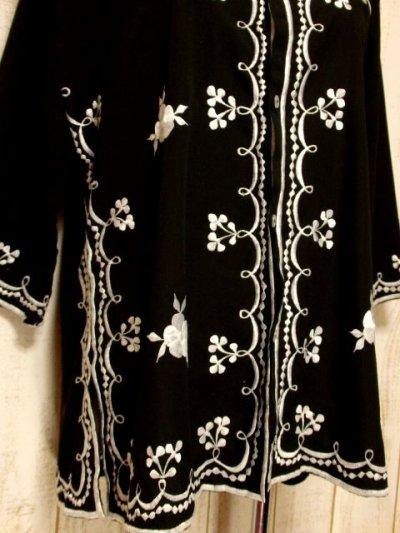 画像2: 豪華なお花刺繍にうっとり サイドから見てもGood USA古着 刺繍ヴィンテージチュニックブラウス【5379】