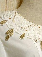 画像8: ドイツ製 大きなカットワークレース襟 シャンパンゴールドカラー刺繍 スタッズ装飾 ヨーロッパ古着 ヴィンテージホワイトブラウス【5399】 (8)