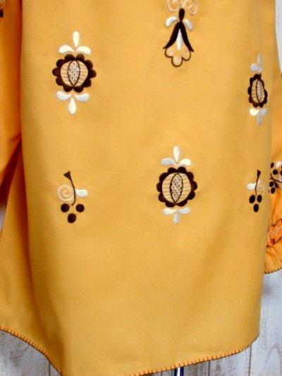 画像2: ぷっくりお花刺繍 袖にも刺繍 稀少なカラーリング ヨーロッパ古着 大人フォークロアなヴィンテージ刺繍スモックブラウス【5421】