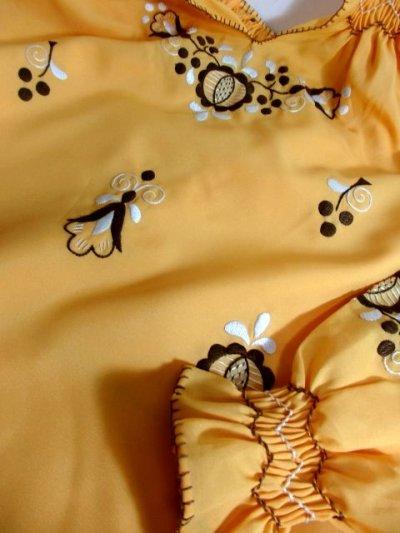 画像3: ぷっくりお花刺繍 袖にも刺繍 稀少なカラーリング ヨーロッパ古着 大人フォークロアなヴィンテージ刺繍スモックブラウス【5421】