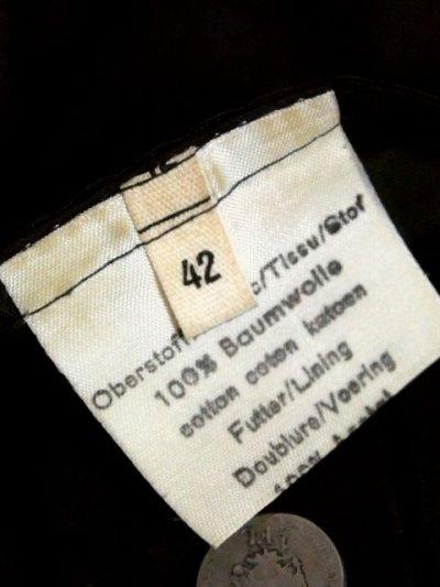 画像3: ☆ ヨーロッパ古着 大人クラシカル!! フラワー織り×ベロア切り返しデザイン♪ レトロアンティークボタン!! チロルジャケット Back ☆
