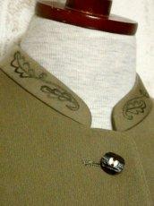 画像8: ☆ ヨーロッパ古着 大人フォークロアスタイル♪ 刺繍×ウッド調ボタン!! すっきりとしたスタンドカラー☆ ヨーロピアンチロルジャケット ☆  (8)