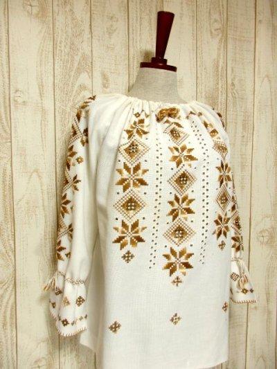 画像1: 贅沢な刺繍装飾が素晴らしい カラーリングもGood 首元・袖先リボン結び ヨーロッパ古着 大人フォークロアなヴィンテージ刺繍スモックブラウス【5482】