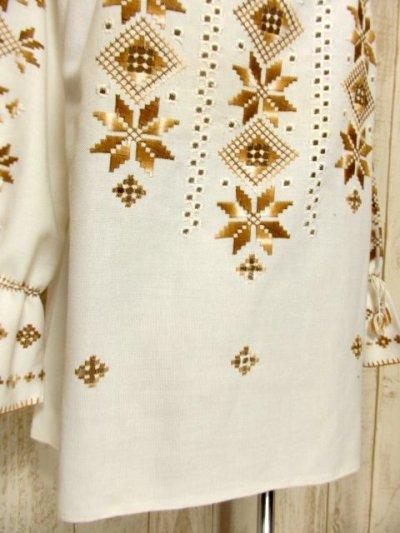 画像2: 贅沢な刺繍装飾が素晴らしい カラーリングもGood 首元・袖先リボン結び ヨーロッパ古着 大人フォークロアなヴィンテージ刺繍スモックブラウス【5482】