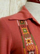 画像9: フォークロア刺繍装飾 綺麗なシルエットライン USA古着 長袖 シャツ ヴィンテージトップス【5528】 (9)
