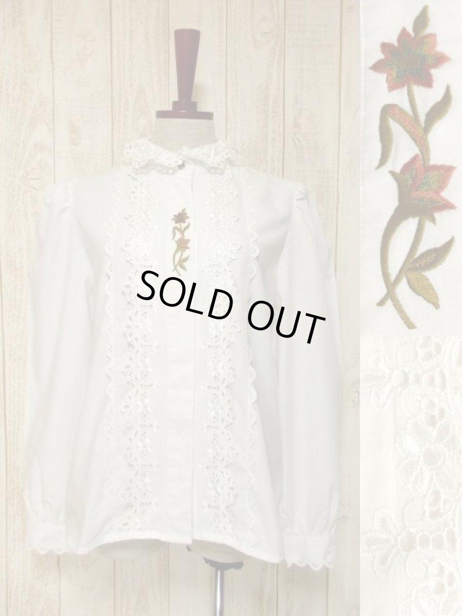 画像1: ぷっくりとしたフラワー刺繍が可愛い ホワイト ディアンドル チロルブラウス ドイツ民族衣装 舞台 演奏会 フォークダンス オクトーバーフェスト【5548】 (1)
