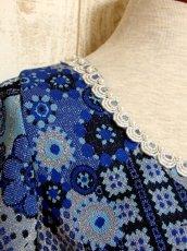 画像3: 花模様織り 衣装にもおすすめ 花柄 ブルー 華やか レトロ 半袖 ヨーロッパ古着 ヴィンテージドレス【5606】 (3)