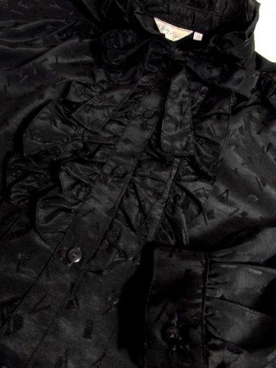 画像3: 濃淡の効いた幾何学柄 ブラック フリル装飾 首元リボン 70's クラシカル 長袖 昭和レトロ 国産古着 ヴィンテージブラウス【5623】