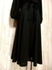 画像9: ヨーロッパ古着 イギリス製!! 素晴らしいプリーツ切り返しデザイン×フリルレース装飾★ ウエストリボン結び★ センス抜群のヴィンテージドレス Black (9)
