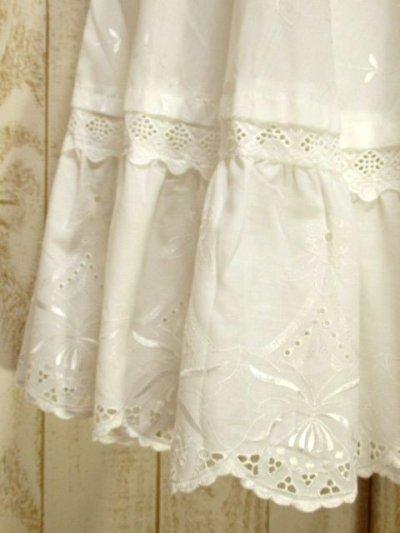 画像2: ☆ ヨーロッパ古着 カットワークレースレース×お花刺繍が可愛らしい!!レトロアンティークなヨーロピアンヴィンテージホワイトスカート ☆