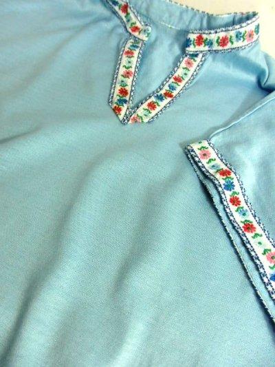 画像3: ヨーロッパ古着 爽やかなカラーリング 繡入りチロルテープ装飾が可愛い シャツ ヴィンテージトップス【5927】