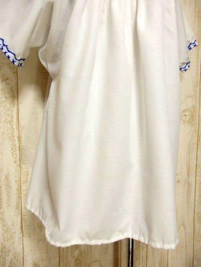 画像2: クロスステッチ刺繍が素晴らしい 綺麗なBlue Color刺繍 ヨーロッパ古着 大人フォークロアなヴィンテージ半袖スモックブラウス【5970】