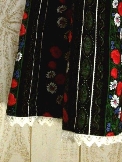 画像2: ドイツ製 ストライプ状のアンティークフラワープリントが素晴らしい チロルスカート ドイツ民族衣装 舞台 演劇 演奏会 フォークダンス オクトーバーフェスト 【6098】