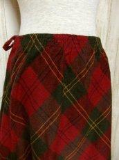 画像2: ☆ ヨーロッパ古着 可愛さと大人っぽさが漂う♪定番のチェック柄★レトロガーリースタイルなヴィンテージスカート ☆ (2)