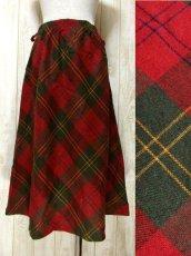 画像1: ☆ ヨーロッパ古着 可愛さと大人っぽさが漂う♪定番のチェック柄★レトロガーリースタイルなヴィンテージスカート ☆ (1)