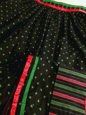 画像7: ハート柄×ストライププリント Red・Greenリボンテープ装 Black ハロウィンイベントにも チロルスカート ドイツ民族衣装 舞台 演劇 演奏会 フォークダンス オクトーバーフェスト 【6179】 (7)