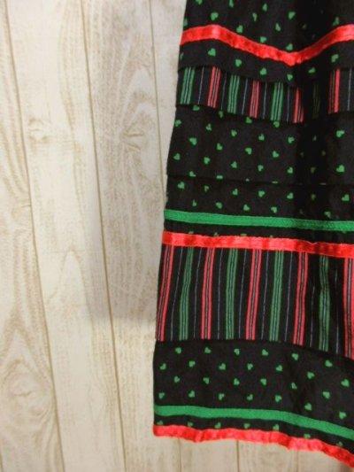 画像2: ハート柄×ストライププリント Red・Greenリボンテープ装 Black ハロウィンイベントにも チロルスカート ドイツ民族衣装 舞台 演劇 演奏会 フォークダンス オクトーバーフェスト 【6179】