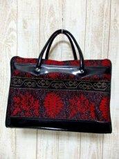 画像2: クラシカル模様織り ブラック レッド 鍵付 大きめサイズ 重厚感 レディース レトロ ハンド 鞄 バッグ【6186】 (2)