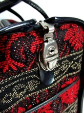 画像8: クラシカル模様織り ブラック レッド 鍵付 大きめサイズ 重厚感 レディース レトロ ハンド 鞄 バッグ【6186】 (8)